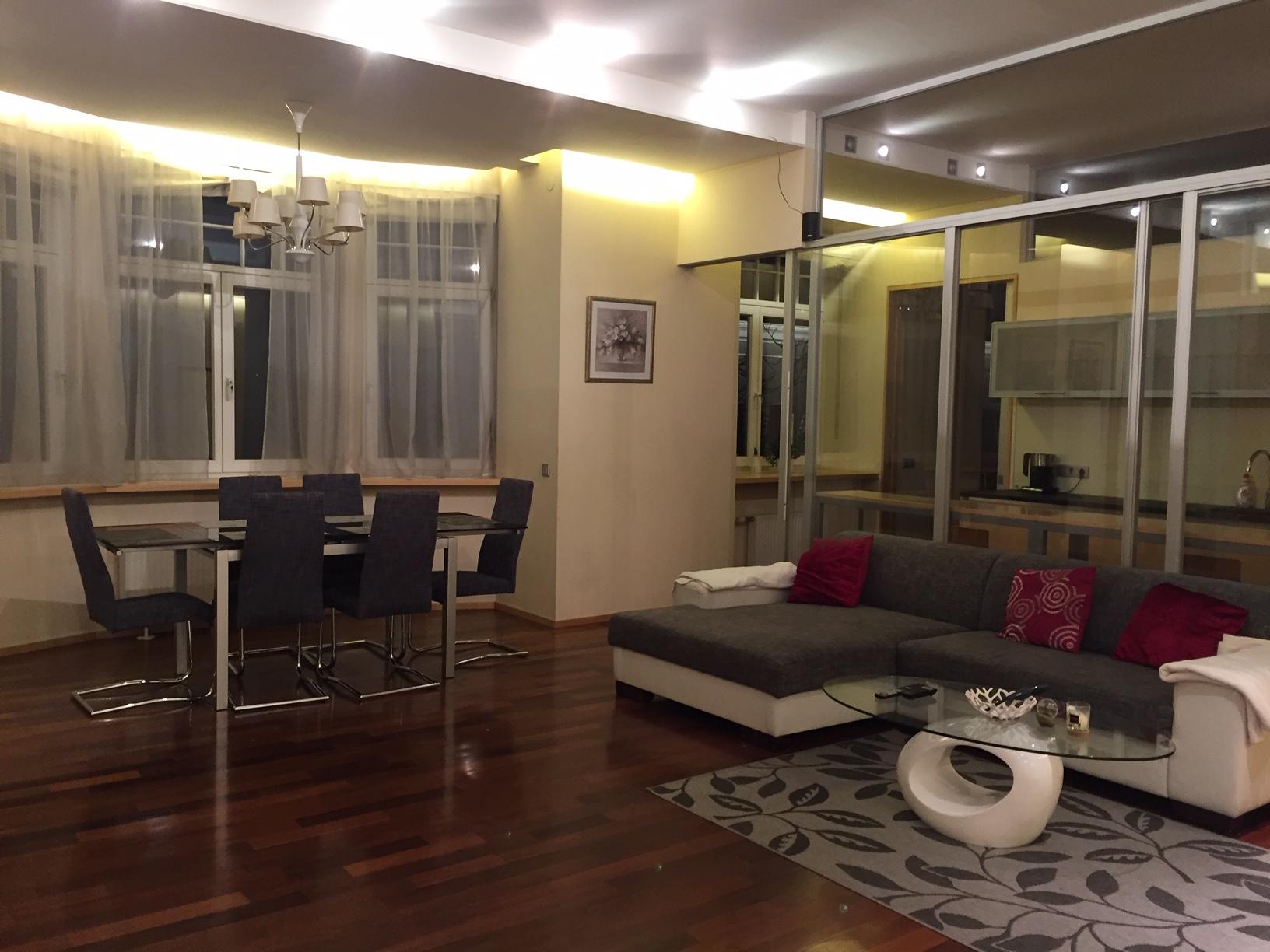 Сдается просторная, современная квартира в тихом центре