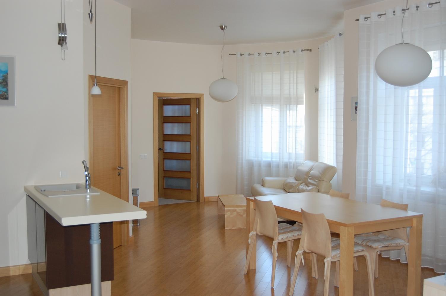 Предлагается квартира в Тихом Центре, рядом с парком Кронвалда