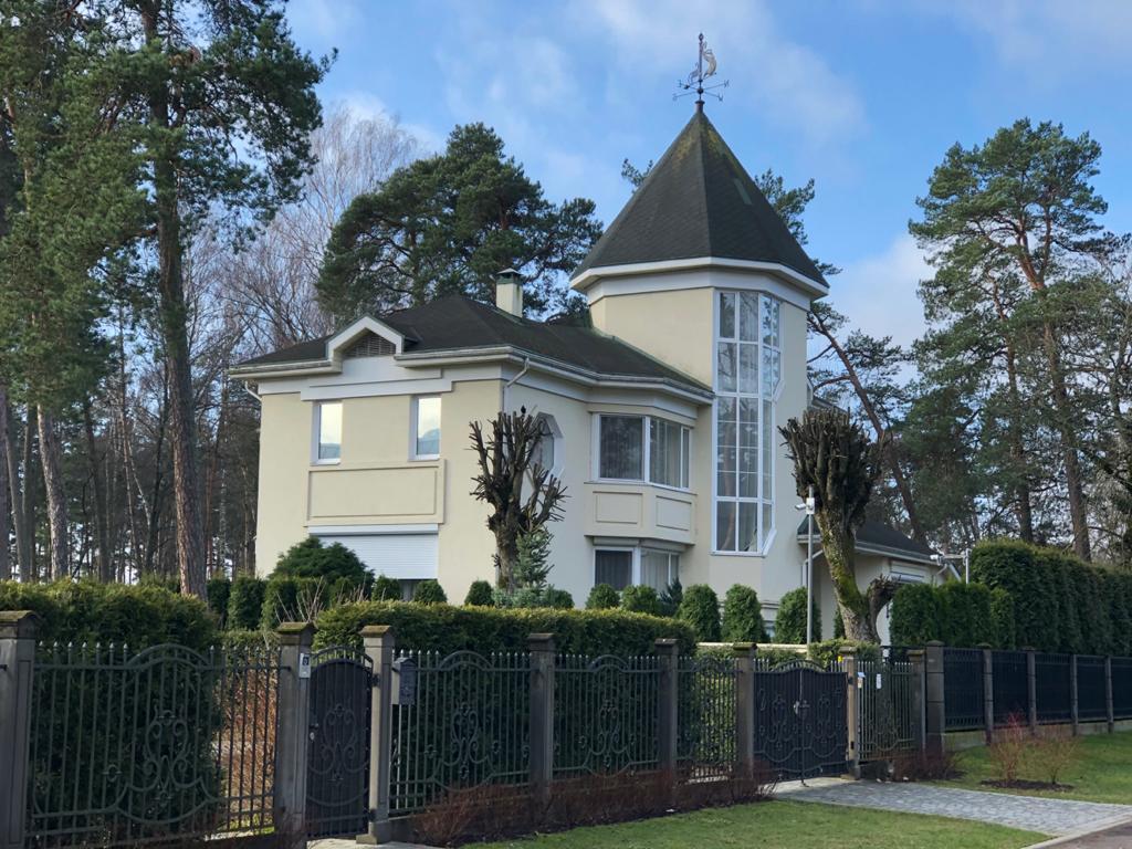 Продается дом в тихой части юрмалы, около яхт-клуба, с видом на реку