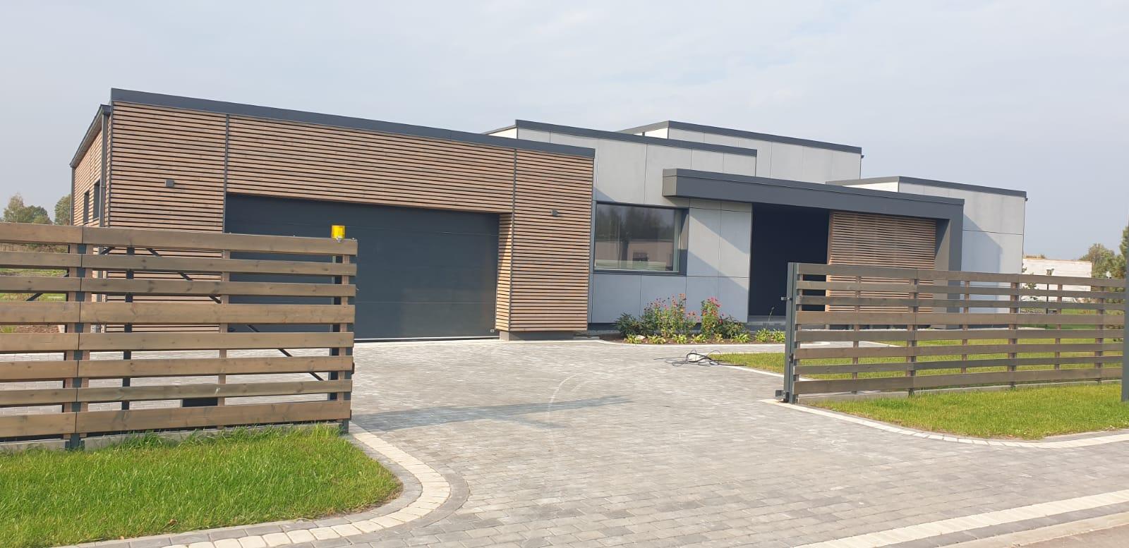 В закрытом поселке, в Пиньки, продаются высококачественные дома с полной отделкой