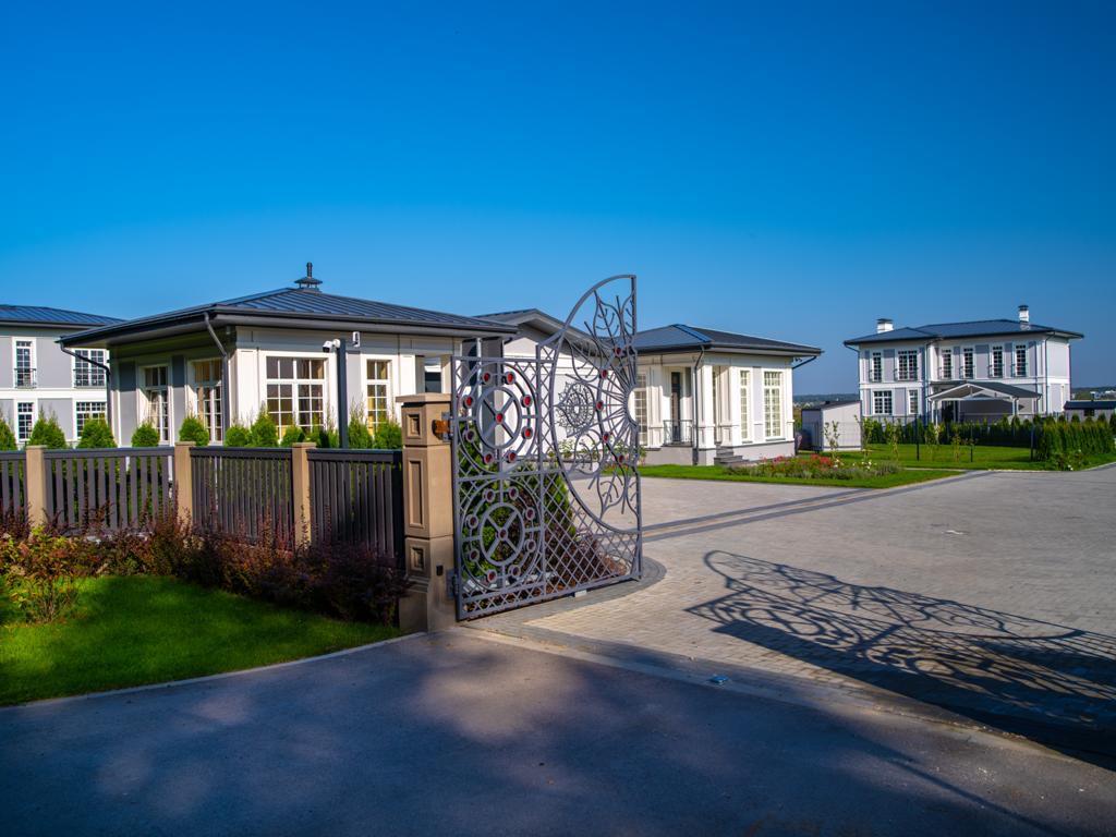 Продаются дома в новом элитном закрытом посёлке в Pinki